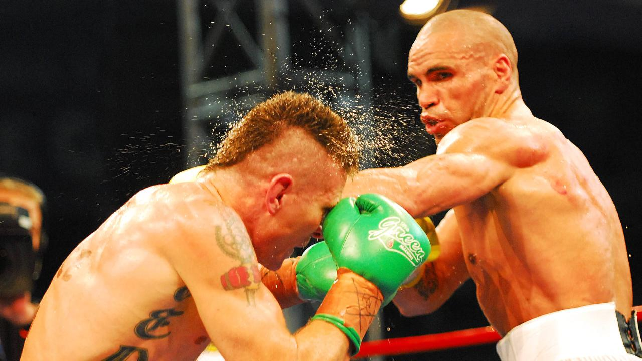 Danny Green (left) and Anthony Mundine in their bout in Sydney in 2006.