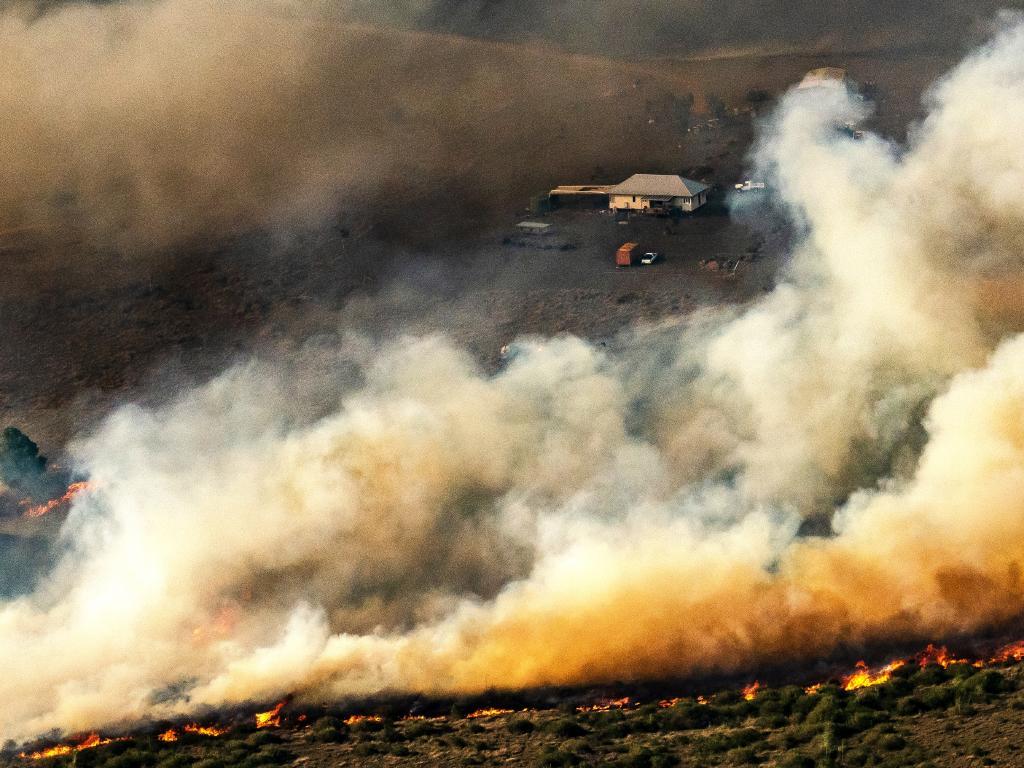 Fire front at Mt Larcom, Central Queensland.