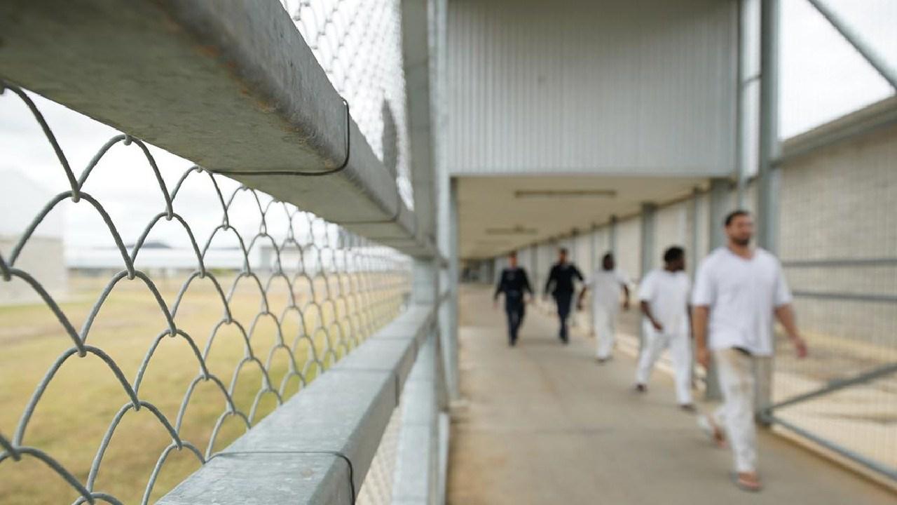 Staff escort prisoners through Queensland; Lotus Glen Correctional Centre Picture: Daniel Soekov for Human Rights Watch