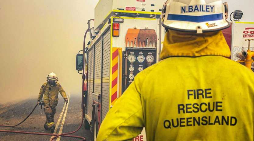 QFES image on the frontline of the Deepwater fire.