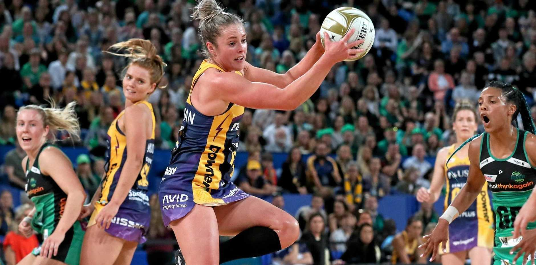 Laura Scherian of the Lightning (centre) catches the ball during the Super Netball Grand Final between the West Coast Fever and the Sunshine Coast Lightning at Perth Arena in Perth, Sunday, August 26, 2018. (AAP Image/Richard Wainwright) NO ARCHIVING, EDITORIAL USE ONLY