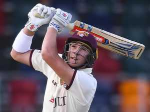 Renshaw back in the groove with rollicking 345