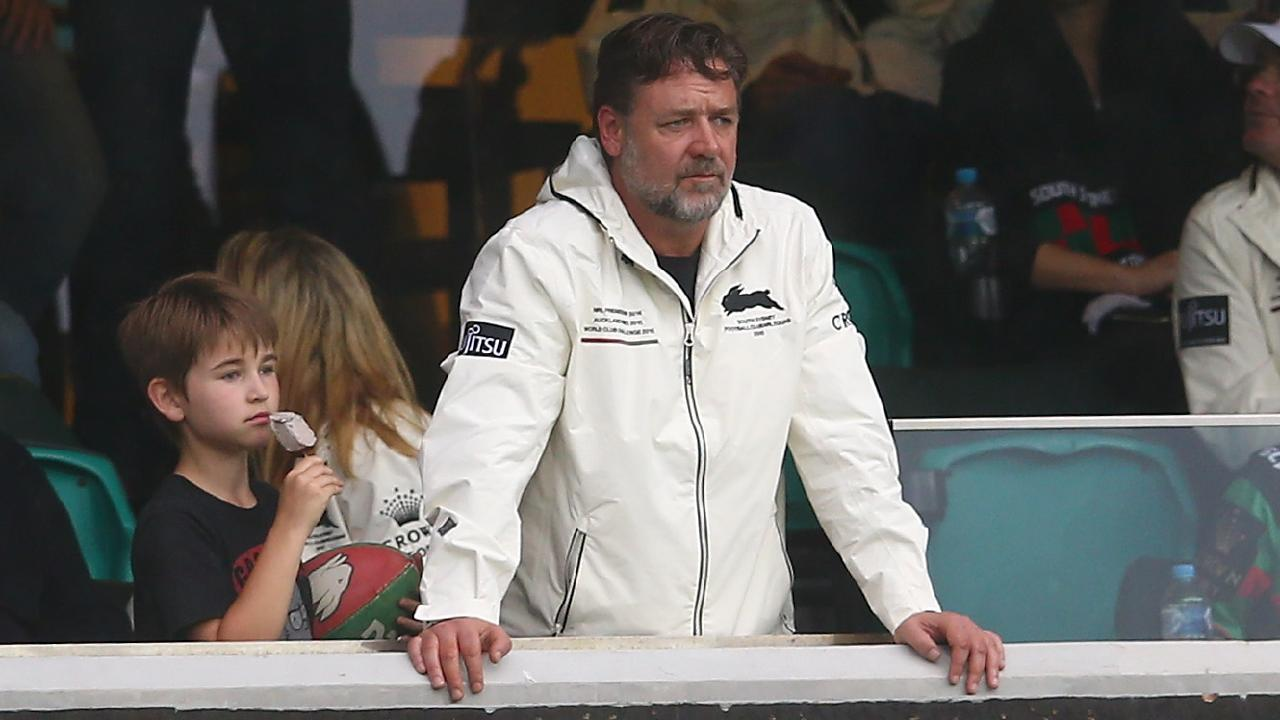 Russell Crowe takes method acting to a new level.