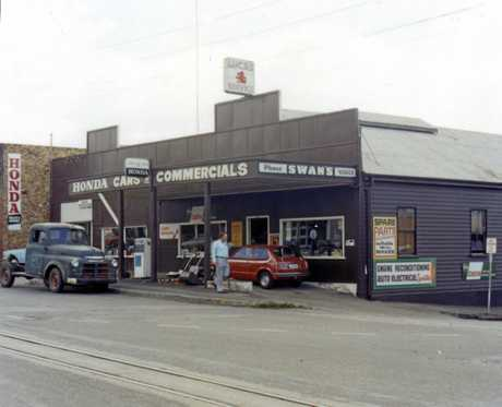 M734499 Swan's Garage on the corner of Ann and Howard Streets, Nambour, 1978.The building was demolished in 2001 to be replaced by a series of retail shops and offices.