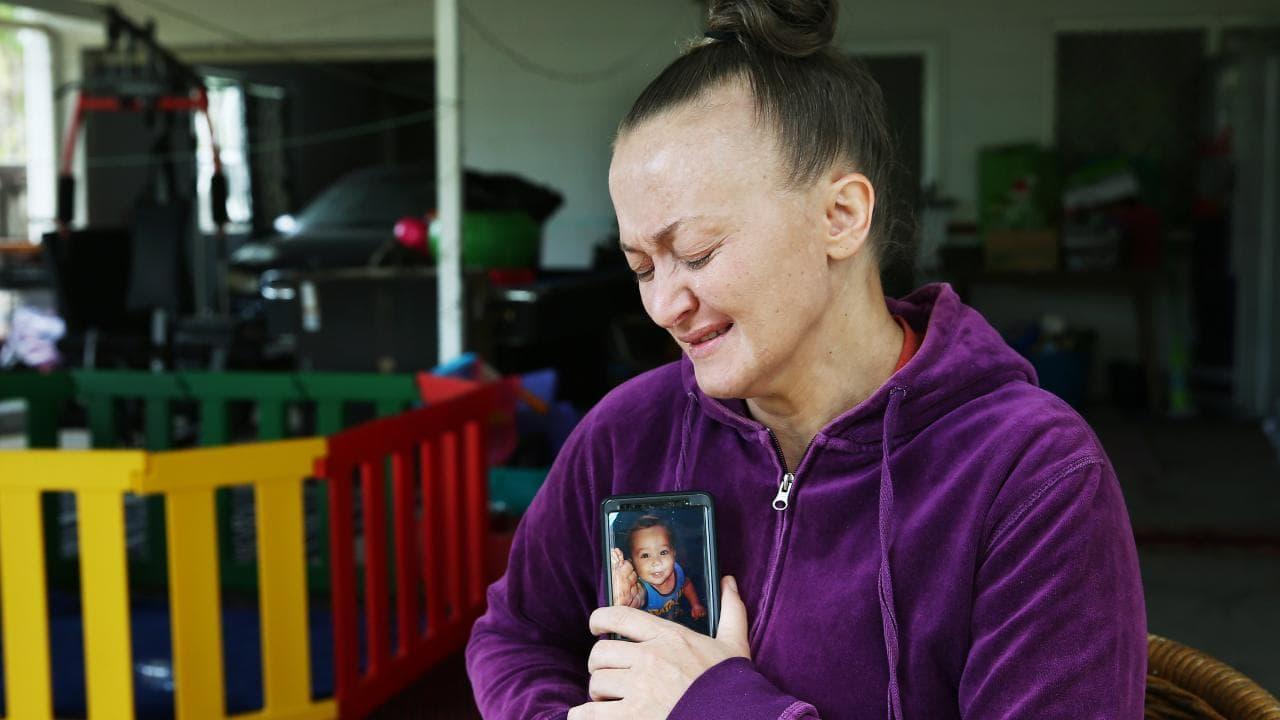 Charlie Thomas greives at the loss of her grandson Makavelii Leoni. PICTURE: BRENDAN RADKE.