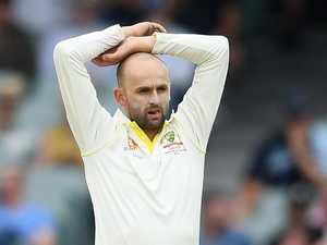 Umpiring howler adds to Aussie frustration