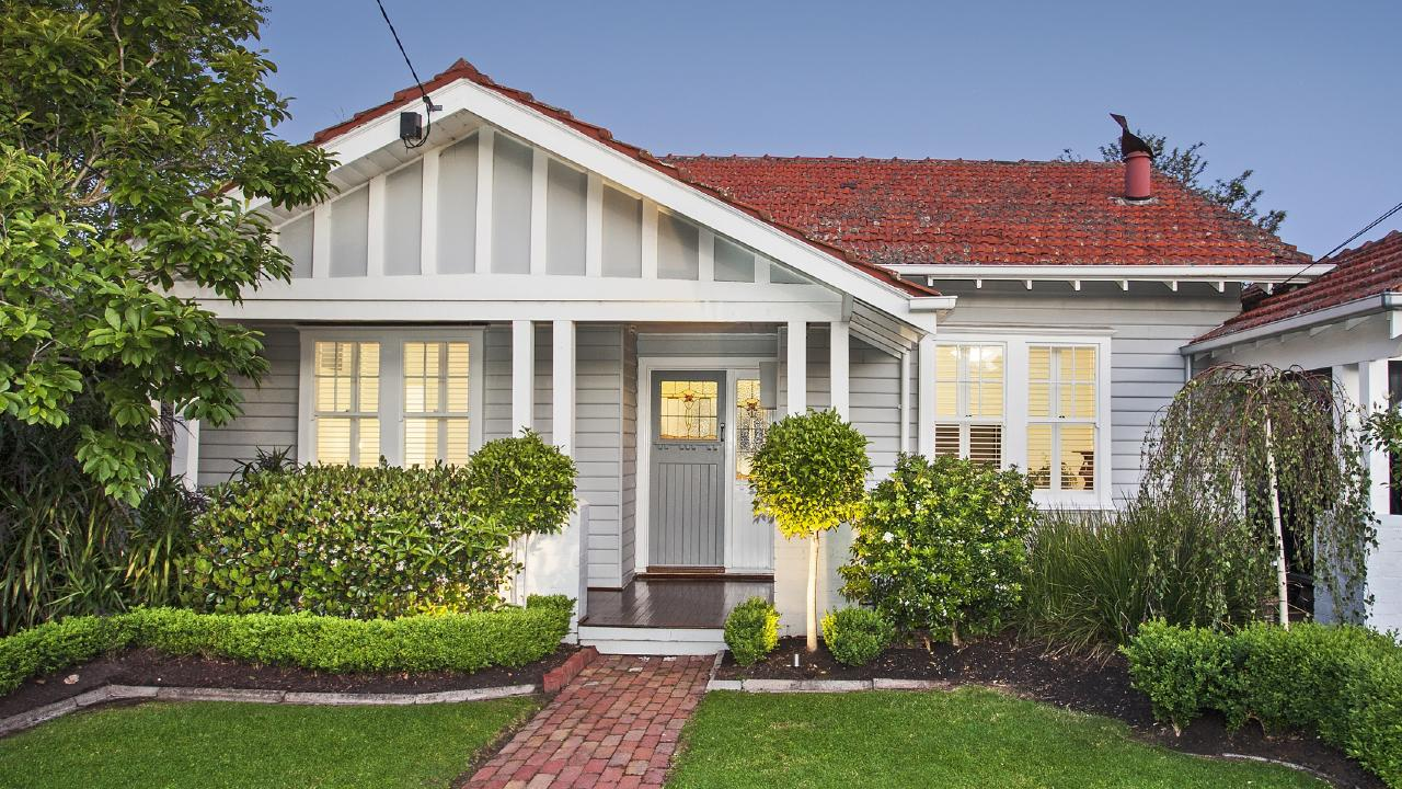 The housing market continues to weaken in Sydney and Melbourne.