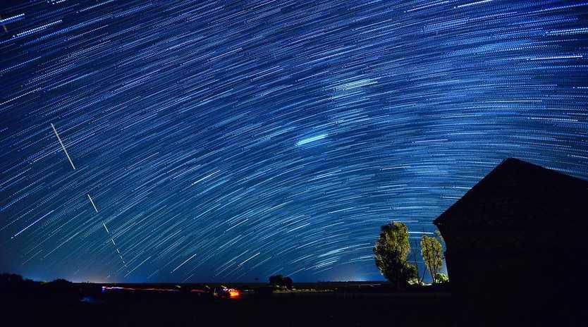 Geminids Meteor Shower, Bugle Hut, Mallee. Photo Grant Schwartzkopff.
