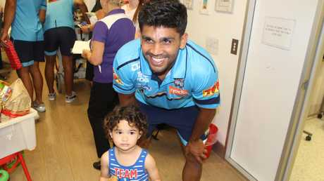 Peachey and the Titans visit Gold Coast University Hospital. (Gold Coast Titans)