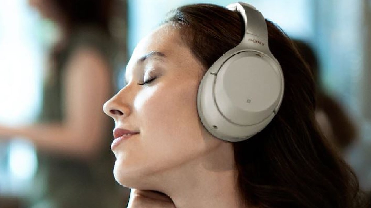 Sony's WH-1000XM3 active noise-cancelling headphones deliver more cushioning and touch-sensitive controls.