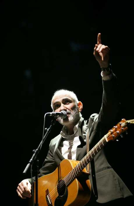 Paul Kelly performing rain, hail and shine in Sydney's Domain. Photo: Tim Pascoe