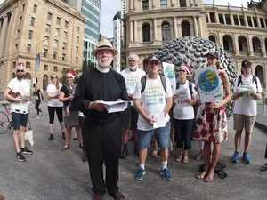 Dr Peter Catt threatens to chain himself to Adani bulldozers