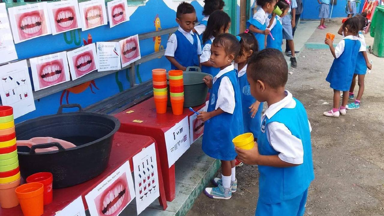 East Timorese school children at the dental hygiene station at Marcelo 2 school, Dili.