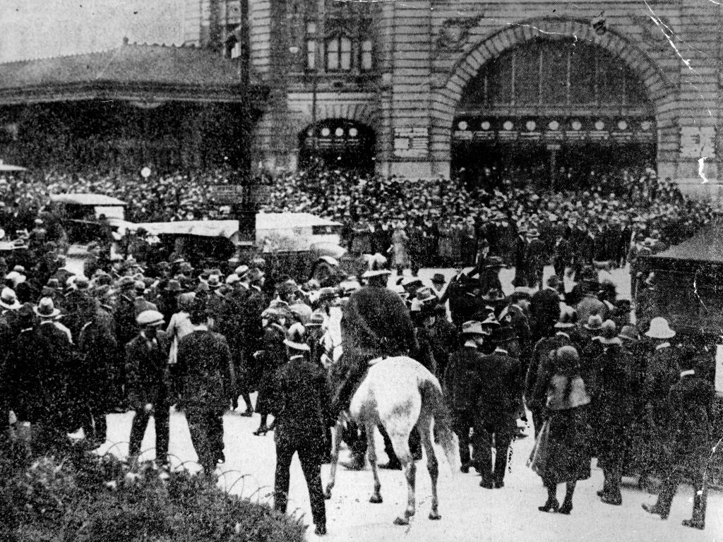 November 4, 1923: Crowds at the corner of Flinders and Swanston St during the 1923 police strike.