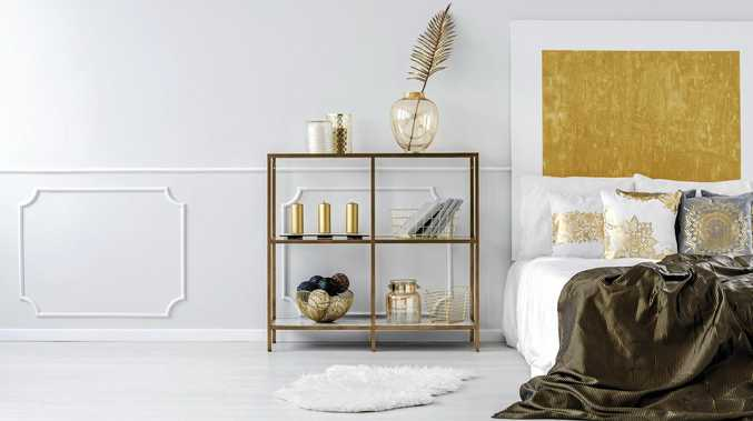 Gold rules when it comes to interior highlights, Christmas decorations and table settings.