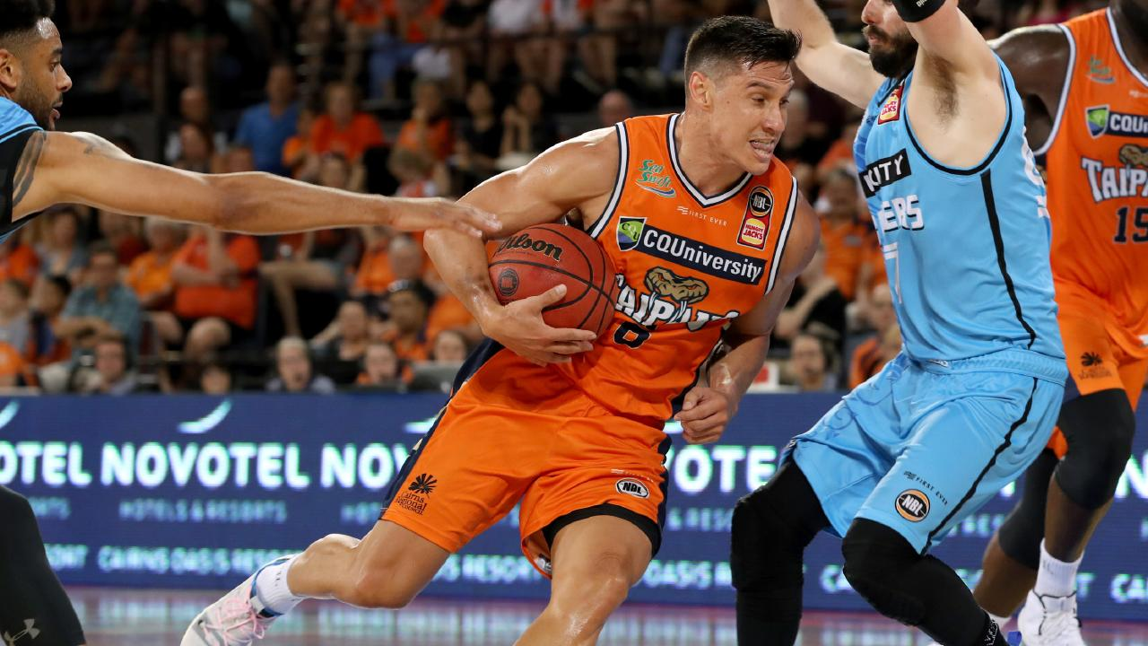 Taipans' Jarrod Kenny heads into the Breakers defence of Corey Webster and Jarrad Weeks. (AAP Image/Marc McCormack)