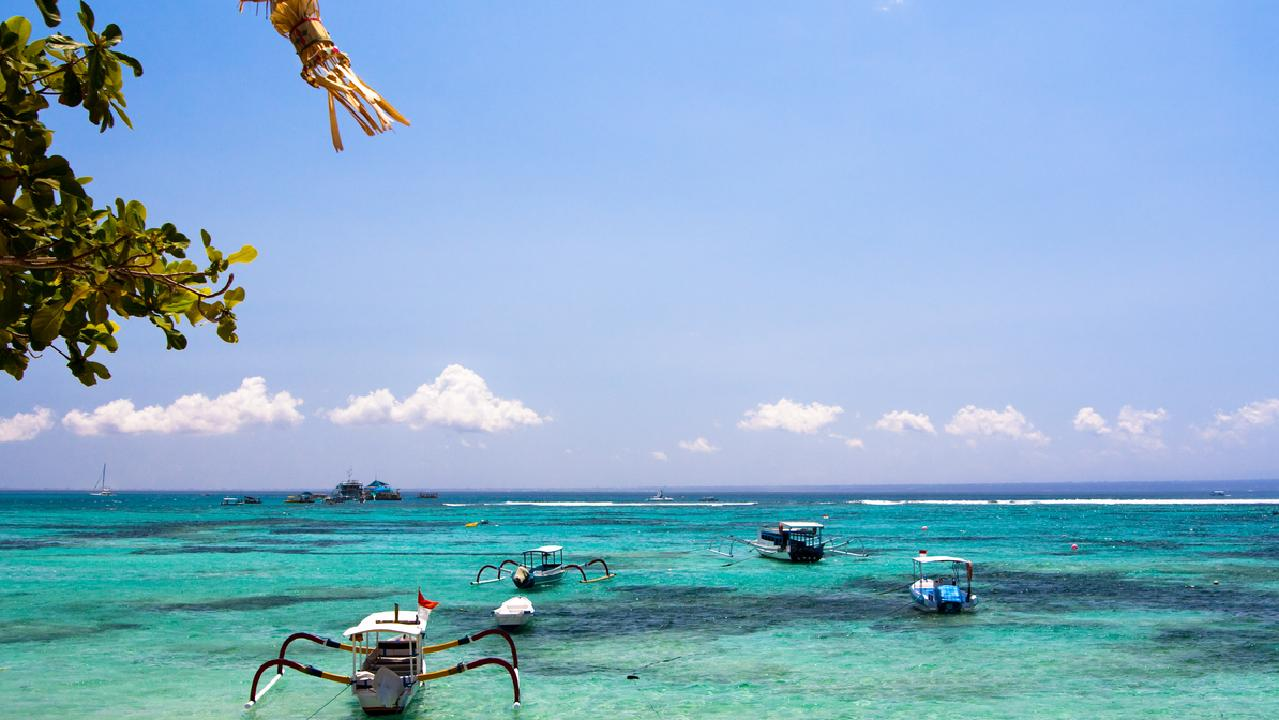 The stunning island of Lembongan is one of the nicest places for diving, snorkelling and surfing in Indonesia.