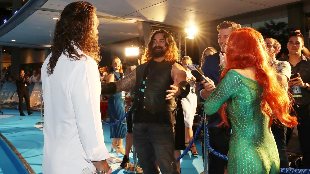Jason Momoa meets a look alike at the Australian premiere of Aquaman. Picture: Nigel Hallett