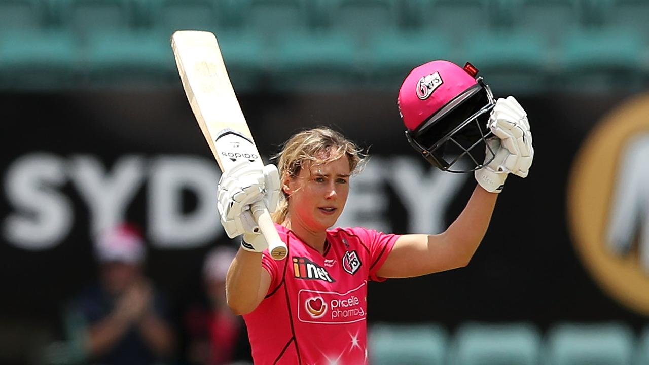 Ellyse Perry raised the bat yet again. Photo: Mark Kolbe/Getty Images