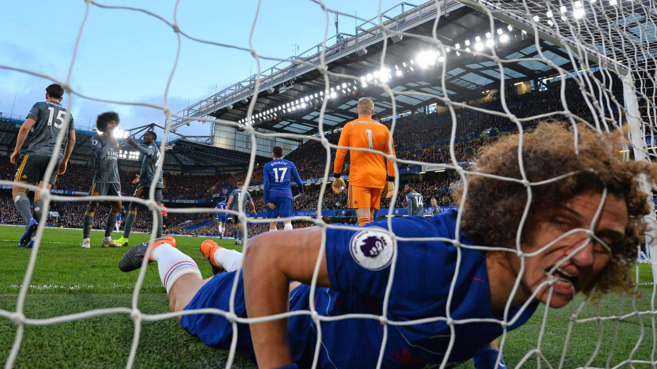 TOPSHOT - Chelsea's Brazilian defender David Luiz reacts as he finds himself in the Leicester goal after missing a good chance during the English Premier League football match between Chelsea and Leicester City at Stamford Bridge in London on December 22, 2018. (Photo by Ben STANSALL / AFP) / RESTRICTED TO EDITORIAL USE. No use with unauthorised audio, video, data, fixture lists, club/league logo