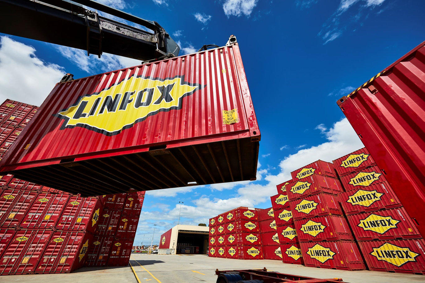 Linfox is now set to welcome almost 200 Aurizon employees into the Linfox Intermodal business unit.