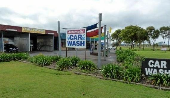 Police are appealing for witnesses to an attempted car-jacking at the Casino car wash.