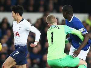 Goalie's shocker sets up Spurs' 6-2 win