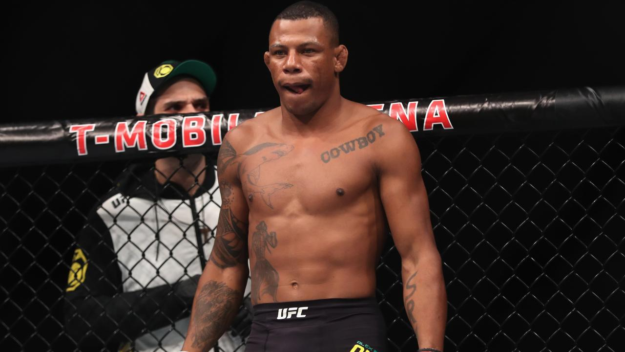 Alex Oliveira has had grenade fragments removed from his leg.