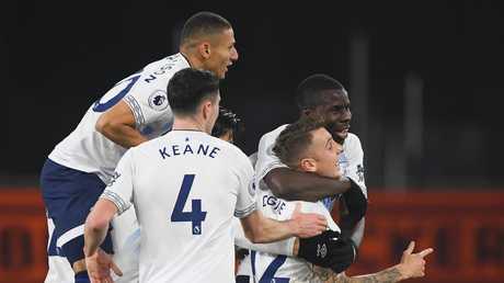 Lucas Digne of Everton (12) celebrates