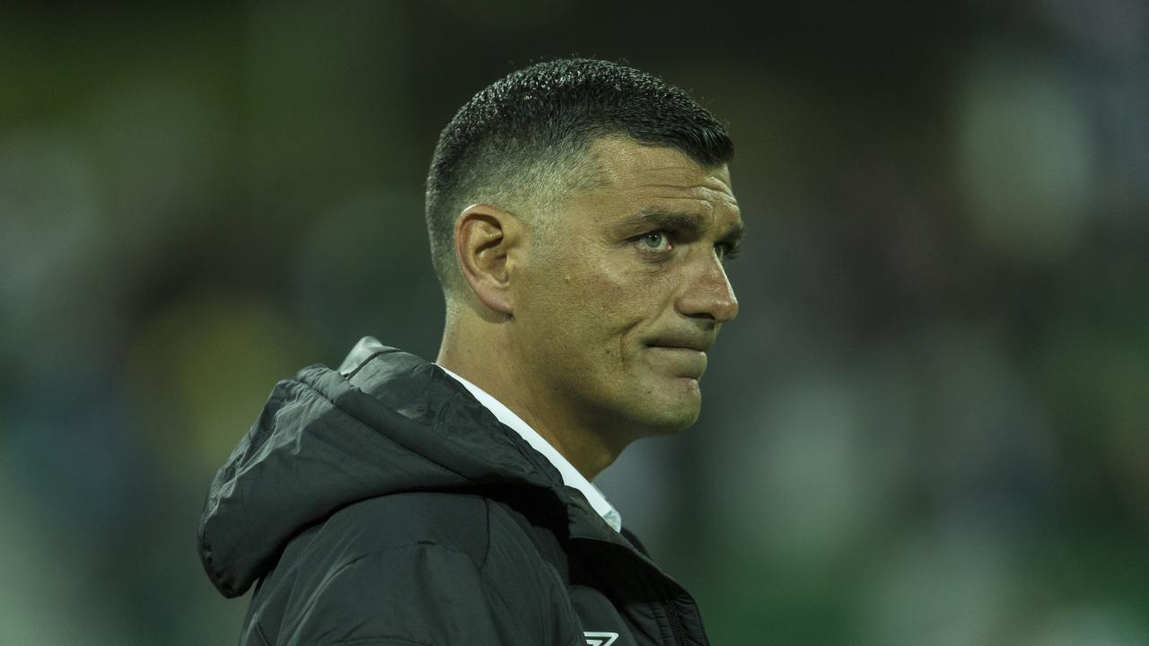 The Australian football community has reacted with shock to John Aloisi's resignation.