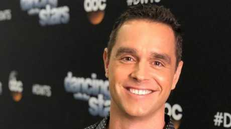 """Karl Schmid, an American entertainment reporter from Australia, is open to having HIV. Photo: Instagram """"title ="""" Karl Schmid, an American entertainment reporter from Australia, is open to having HIV. Photo: Instagram """"data-bigimg ="""" https://media.apnarm.net.au/media/images/2018/12/30/imagev149144f3eb8815ceb78f5c94b9538bd05-s2ixuguig68nt8kpjr2_ct677x380.jpg """"/><figcaption><p> <span> Karl Schmid, & # 39; Australian born US image: Instagram </span></p></figcaption></figure></div><p> Schmid is back in Australia for Christmas, his first visit since deciding to tell his American viewers that he had the chronic disease.</p><p> In March, SchmidtEndLink appeared publicly in a Facebook message, which, according to him, was written in a whim by """"two martini's and Valium"""".</p><p> Below a picture of him wearing an Aids reminder T-shirt, he wrote: """"I'm a 37-year-old HIV + man who has been around for ten years pozie is.</p><p> """"I can be on TV, but at the end of the day I'm just an average man who wants what we all want. To be accepted and loved by our friends and family and through encouraged our friends. """"</p><p> The post became viral and led to extensive media coverage.</p></p><p> <strong> & # 39; CHILD WITH AIDS & # 39; </strong></p><p> About his decision, Schmid said he warned he would come out if HIV positive might not be positive for his career.</p><p> """"I was professionally worried. I had friends working in television, who said I shouldn't have, because & # 39; you don't want to be known as the AIDS man. & # 39;</p><p> I said, """"First of all, I don't have Aids, & # 39; but it is true that people & # 39; HIV positive & # 39; hear and they think someone is dirty or ravenous. Some have even suggested that I deserve it because it relates to sex and God forbids any of us to talk about sex, no matter what, most of us enjoy it. """"</p></p><p> <strong> U = U </strong></p><p> Schmid is now part of a campaign called U = U that spreads the word that undetectable levels of HIV mean that t"""
