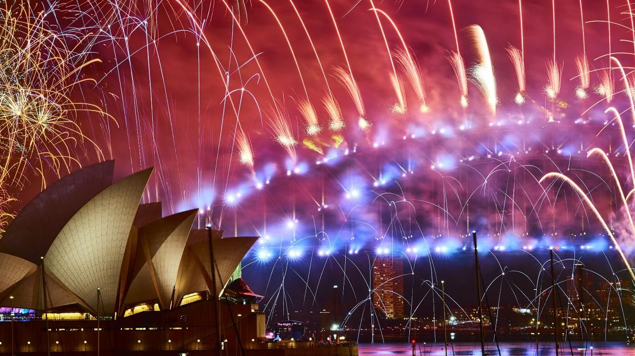 Happy 2019! The spectacular fireworks display over Sydney Harbour. Picture: