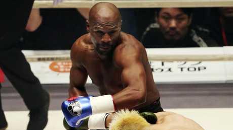 Floyd Mayweather Jr. delivers his left to Japanese kickboxer Tenshin Nasukawa.
