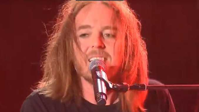 Tim Minchin singing his new song 15 Minutes on the ABC's NYE coverage.