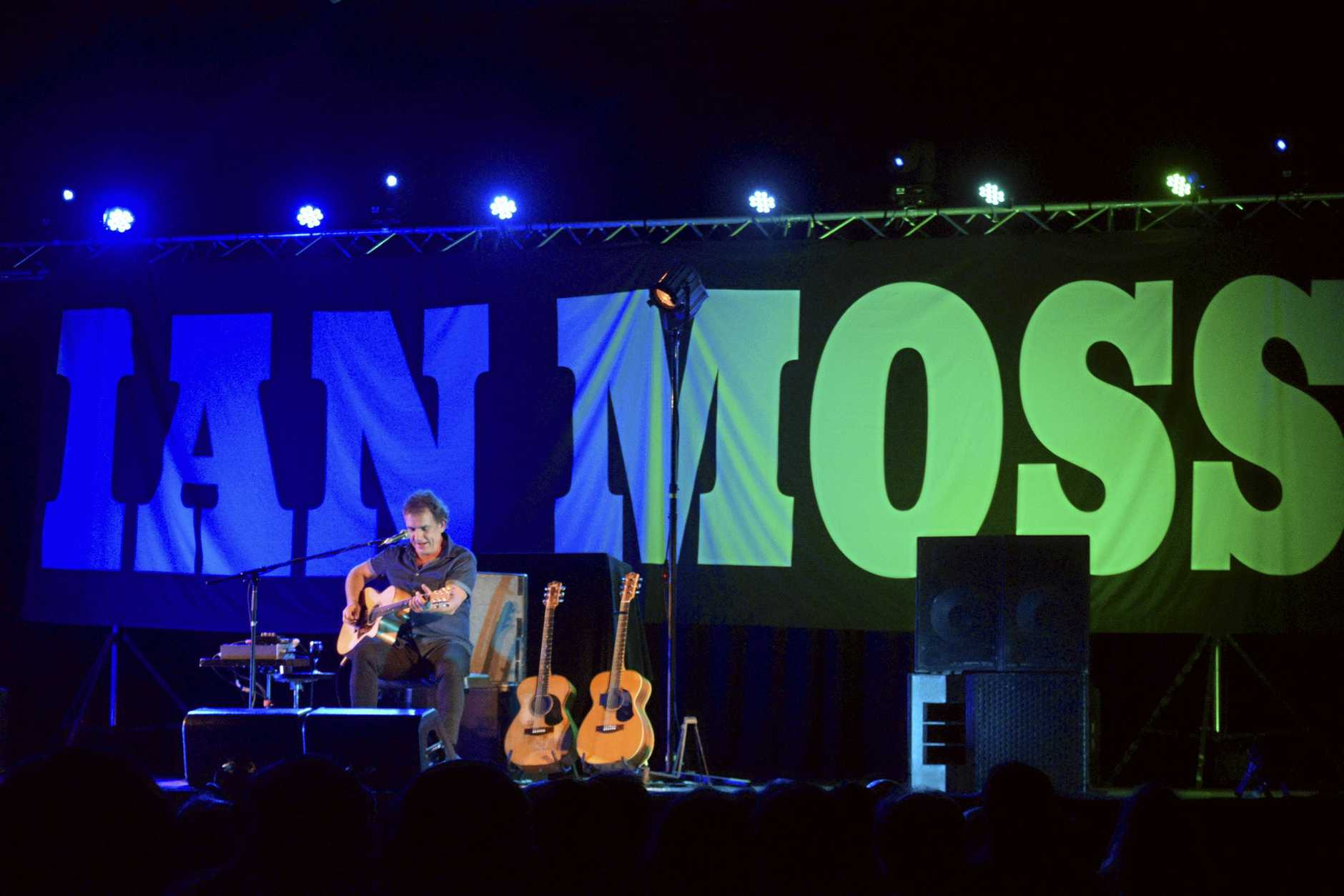 Ian Moss filled the Saraton Theatre with some amazing sounds in August.