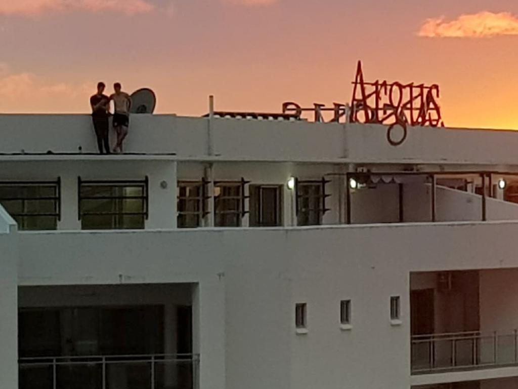 Two people have been snapped risking their lives at the Argus Apartments. Picture: Juhani Jauhiainen