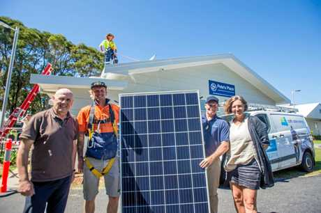 Dave Tilson from Pete's Place, Chris Thompson, Mark McBurg from Coffs Solar Energy and Linda Williams from Vinnies.