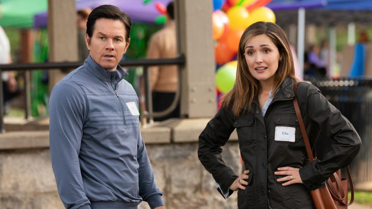 Rose Byrne and Mark Wahlberg in Instant Family.