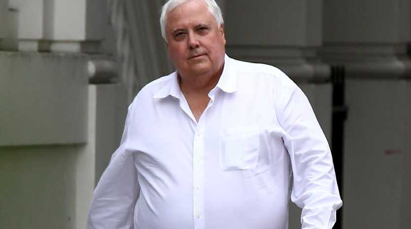Clive Palmer has called for the visa of Twisted Sister frontman Dee Snider to be axed.