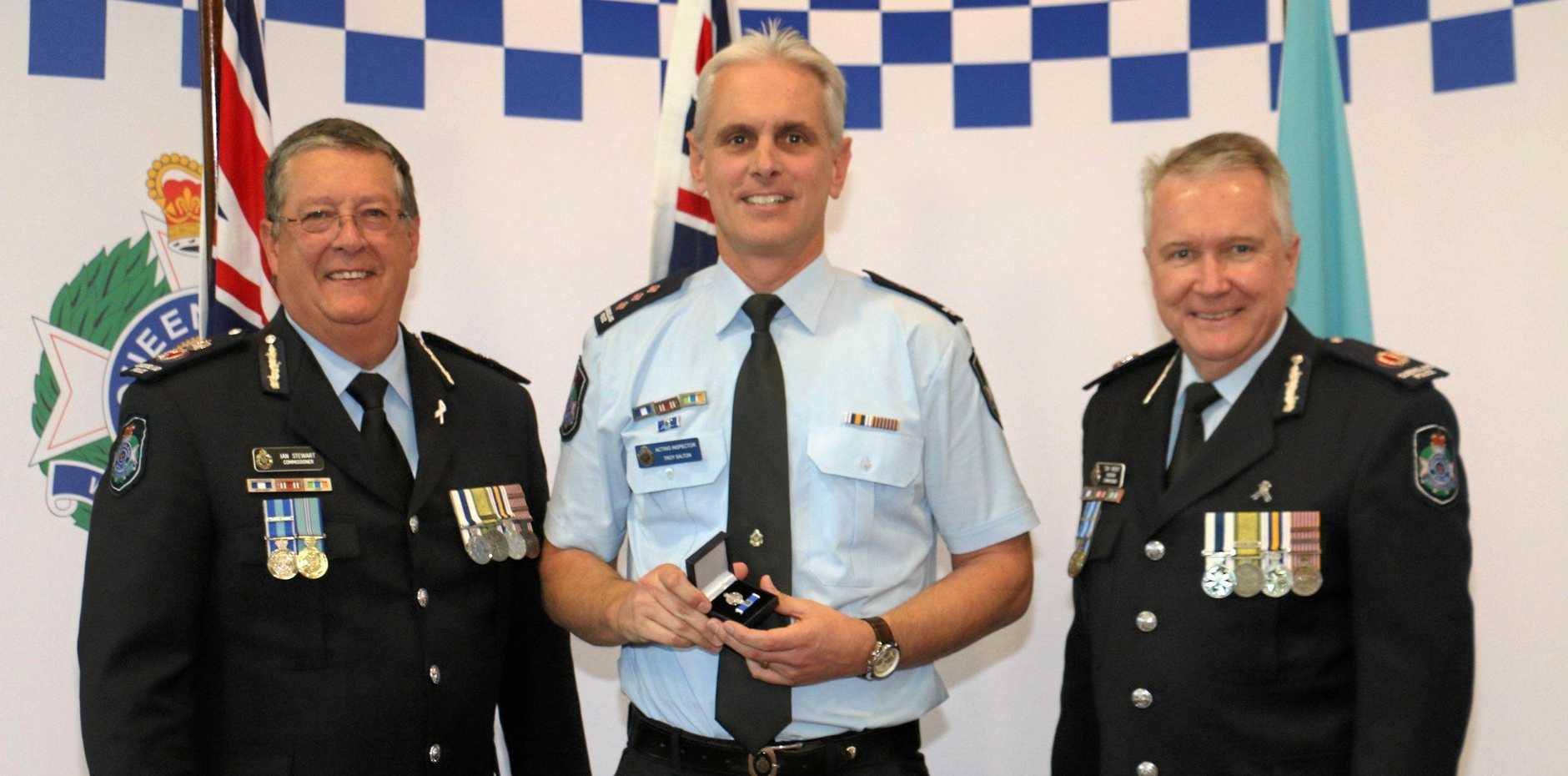 Snr Sergeant Troy Salton (centre).