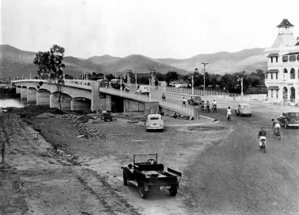 The Fitzroy Bridge in Rockhampton in 1954.