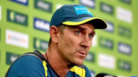 Justin Langer wants Smith and Warner to play before they return to the Australian side. (AAP Image/Mick Tsikas)
