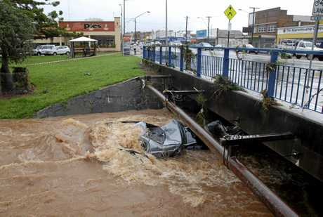 Chaos in Toowoomba following flash flooding after storm. Monday January 10, 2011. Photo Bev Lacey