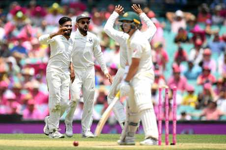 Ravindra Jadeja of India (left) celebrates with Virat Kohli  after taking the wicket of Marcus Harris of Australia on day three of the Fourth Test match between Australia and India at the SCG in Sydney, Saturday, January 5, 2019. (AAP Image/Dan Himbrechts) NO ARCHIVING, EDITORIAL USE ONLY, IMAGES TO BE USED FOR NEWS REPORTING PURPOSES ONLY, NO COMMERCIAL USE WHATSOEVER, NO USE IN BOOKS WITHOUT PRIOR WRITTEN CONSENT FROM AAP