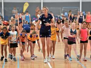 Mega gallery: Lightning heroes put on netball clinic