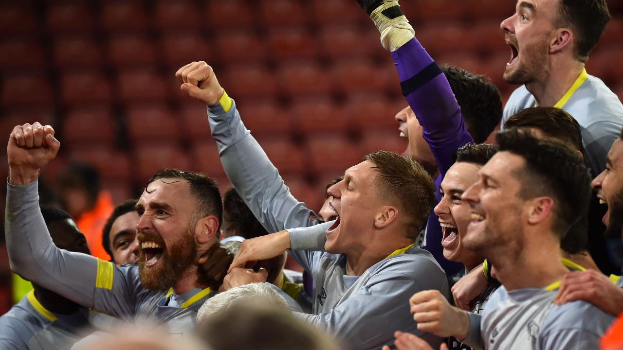 Derby County's English-born Irish defender Richard Keogh (L) celebrates with teammates after scoring the winning penalty