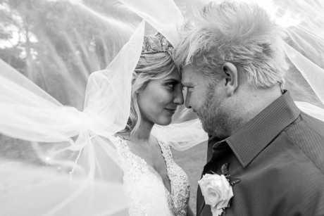 Sophie Gatt has married Jesse Burns at Beerwah Hideaway.