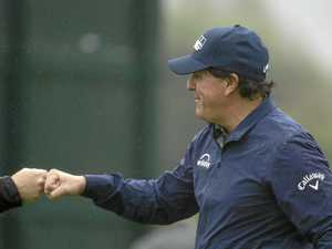 Mickelson falls one shy of a magic 59