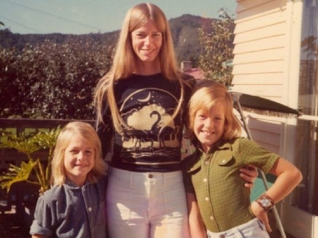 Keith Urban with his mother Marienne and brother Shane in the 1970s.