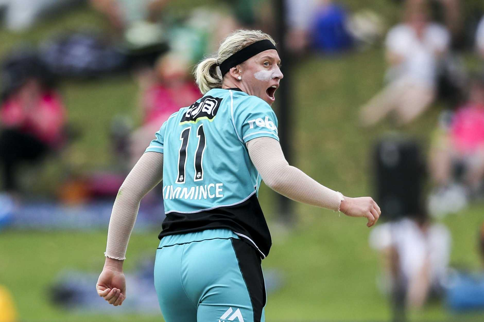 THE BIG WICKET: Warwick's Delissa Kimmince swung the game in the Heat's favour after dismissing explosive Sydney Thunder opener Rachel Priest on Saturday in Sydney.